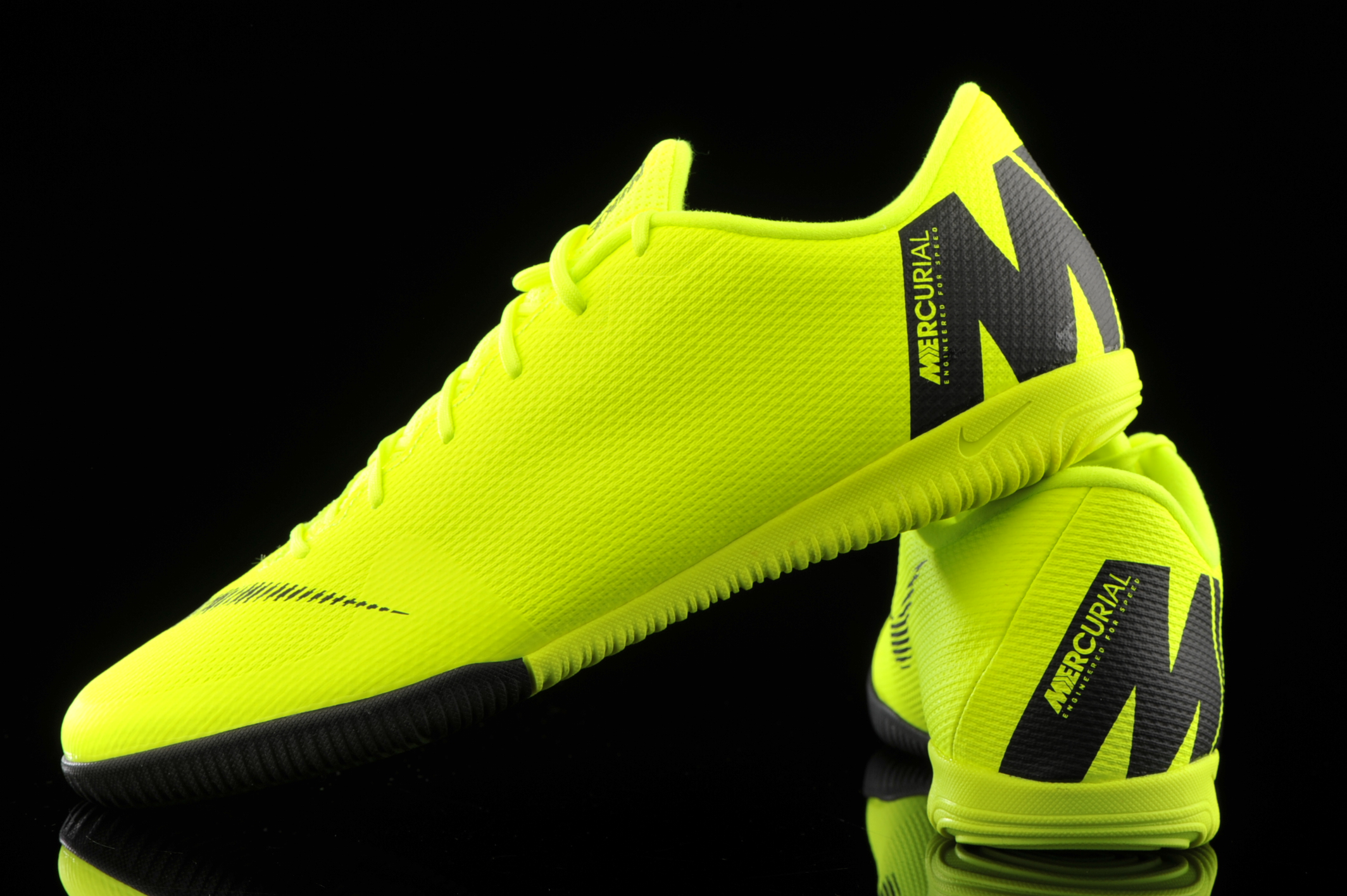 Contratista desinfectar Dureza  Nike Vapor 12 Academy IC AH7383-701 | R-GOL.com - Football boots & equipment