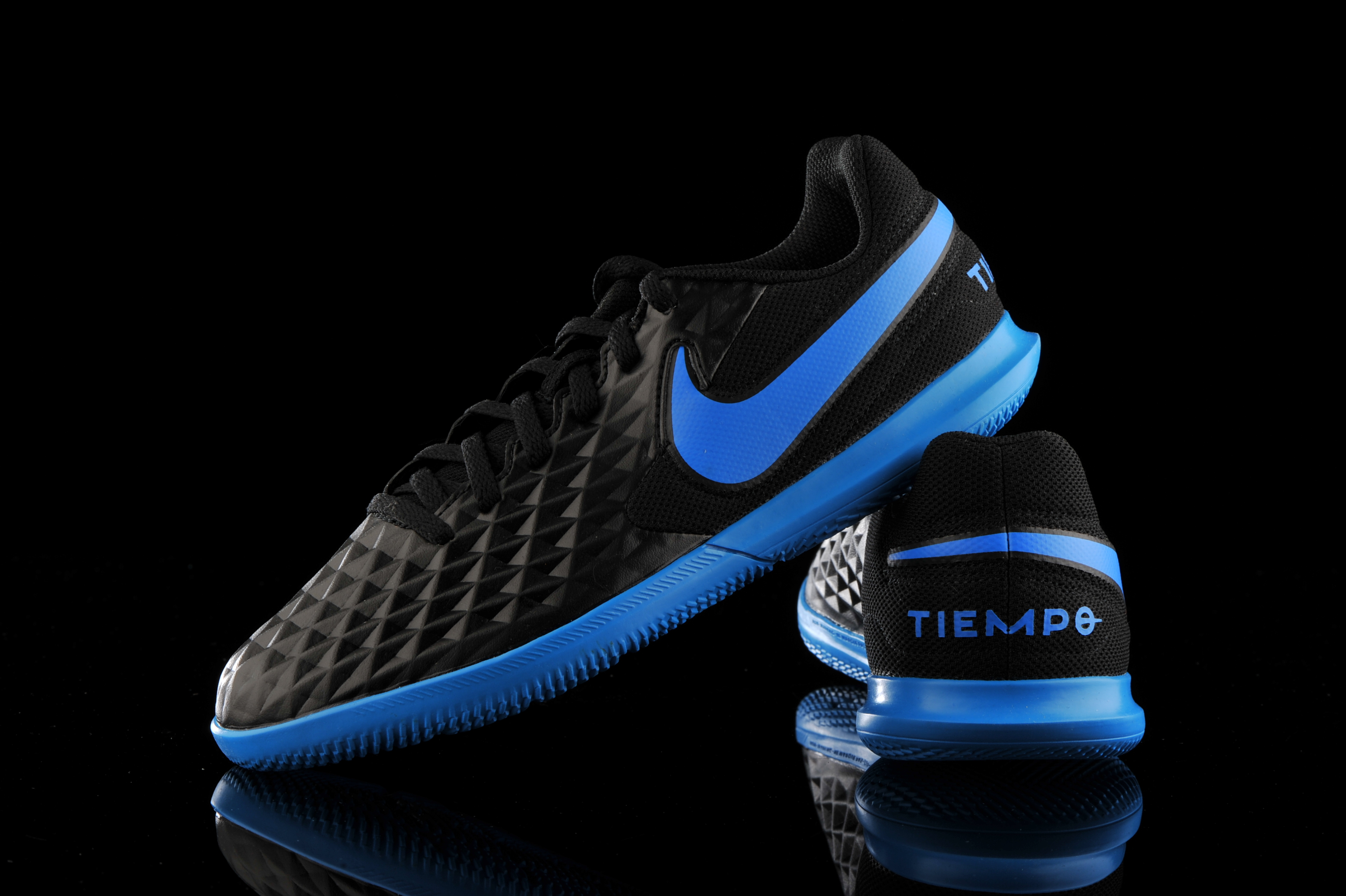 Comprometido Estúpido sostén  Nike Tiempo Legend 8 Club IC Junior AT5882-004 | R-GOL.com - Football boots  & equipment